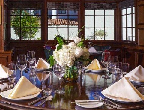 Jacks Restaurant & Lounge