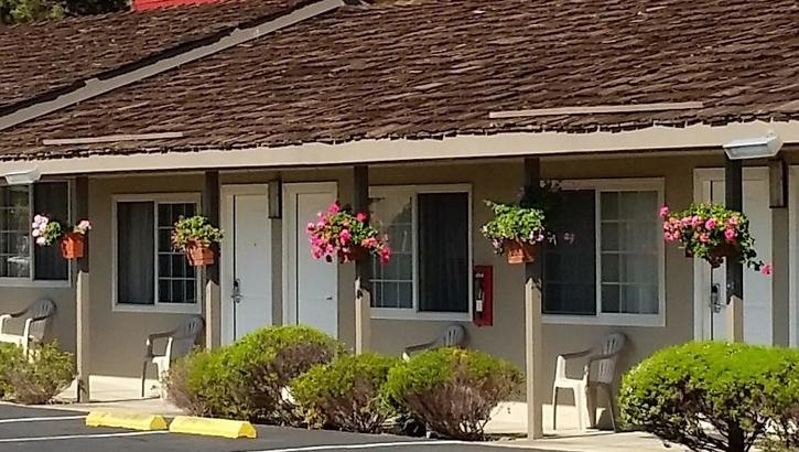 Lone Oak Lodge Monterey