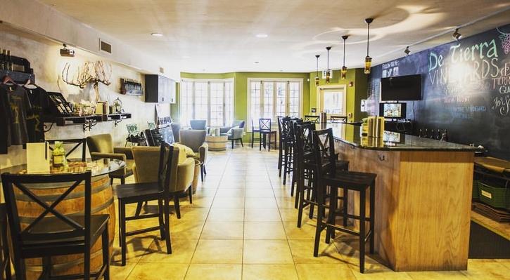 De Tierra Vineyards Tasting Room